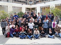 הסטודנטים בקורס ויקי-רפואה באוניברסיטת תל אביב. מקור ויקישיתוף, הצלמת שני אבנשטיין ברישיון Cc-by-sa-3.0