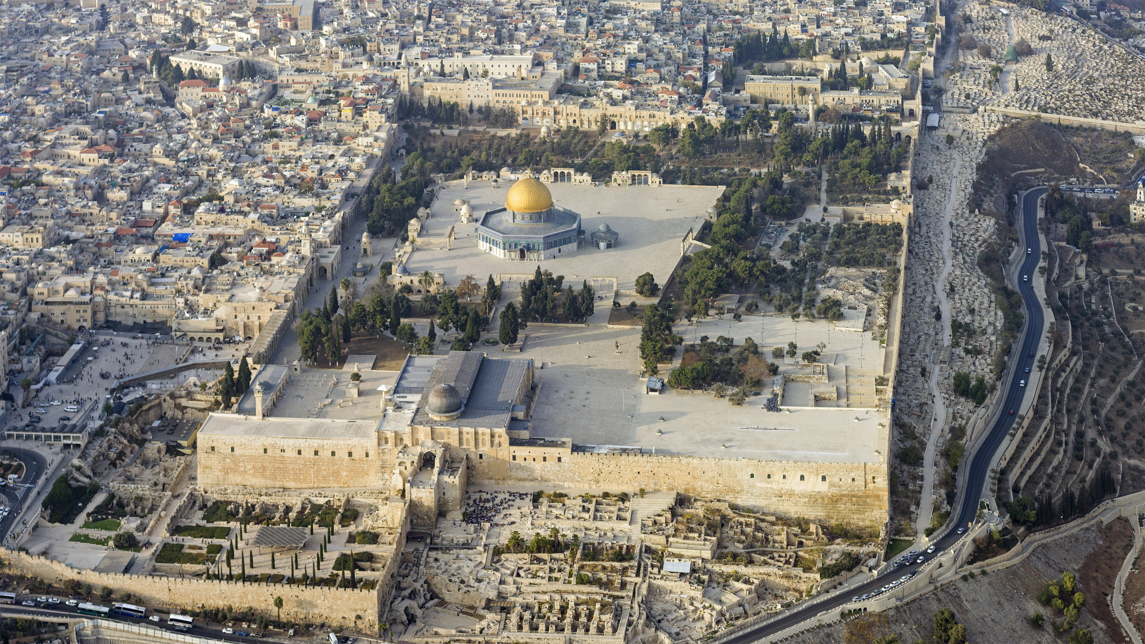 מבט עילי על הר הבית צילום: Andrew Shiva, CC-BY-SA 4.0 https://commons.wikimedia.org/wiki/File:ISR-2013-Aerial-Jerusalem-Temple_Mount_02.jpg