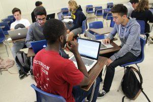 לא רק בישראל: סטודנטים באוניברסיטת סנטה ברברה, קליפורניה, עורכים בוויקיפדיה. (יוצרת: Samantha (Wiki Ed), רישיון שימוש: CC BY-SA 4.0).